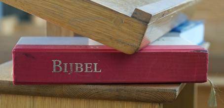 Bijbel op de rug Klein.jpg